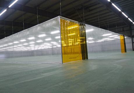 製造工場(茨城県笠間市)天井吊り下げビニールブース