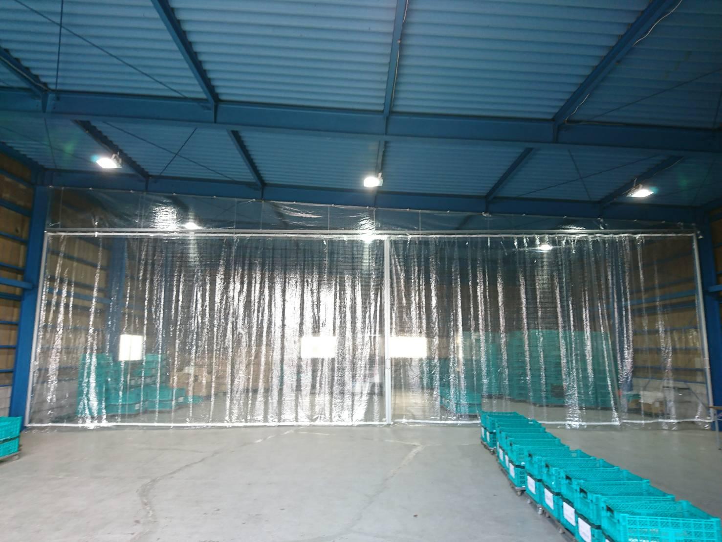 広い空間の間仕切りにはビニールカーテンが最適